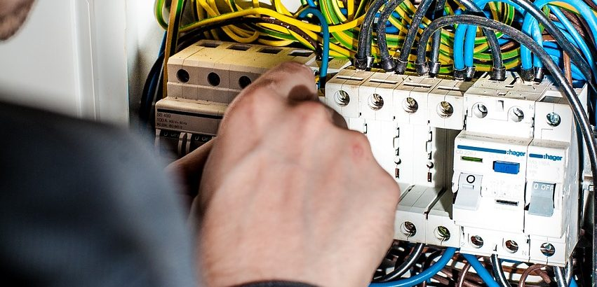 8 Things to Consider When Hiring an Electrical Contractor